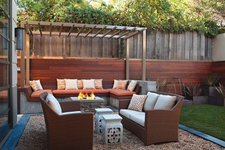 Outdoor-Lounge-Area-with-Fire-Pit